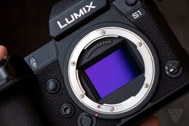 cwelch_190123_3204_0016.0 Panasonic has made it way easier to use Lumix cameras as webcams | The Verge