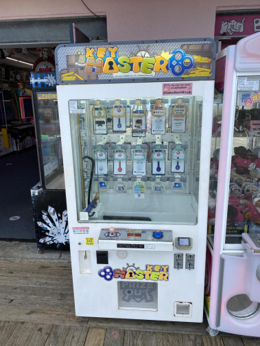 a photo of the key master arcade machine