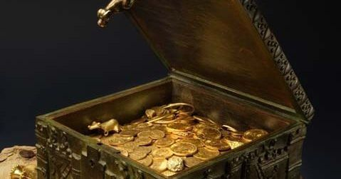 A secretive treasure hunter is unmasked by a court case