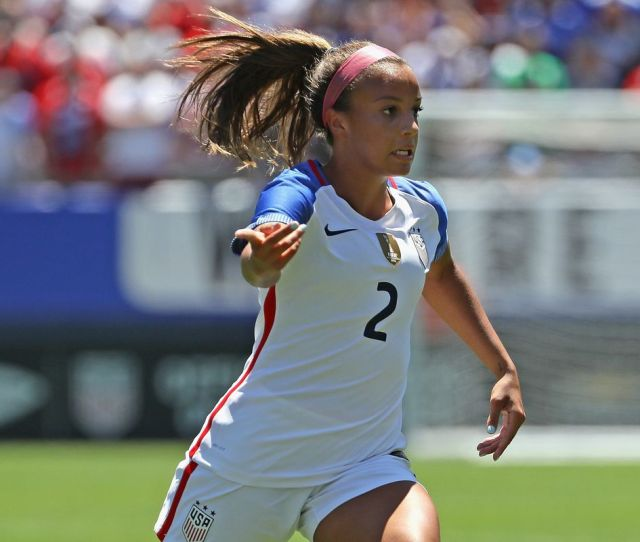 18 Year Old Uswnt Star Mallory Pugh Is Turning Pro On Her Terms Not Nwsls