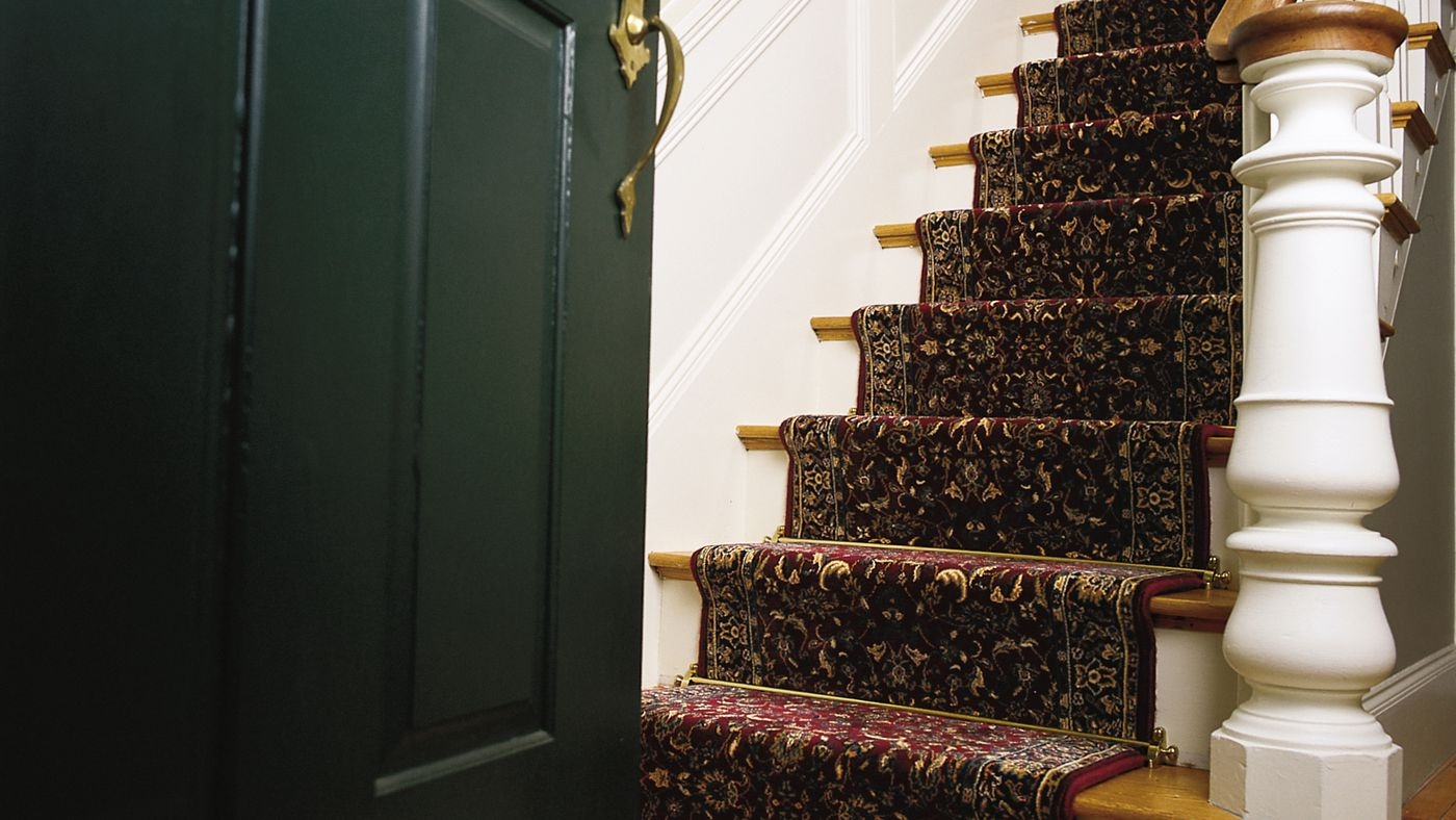 Stair Runner Carpet Learn How To Install One In 6 Steps This | Loose Carpet On Stairs | Runner | Fixing | Stair Treads | Stair Nosing | Laminate Flooring