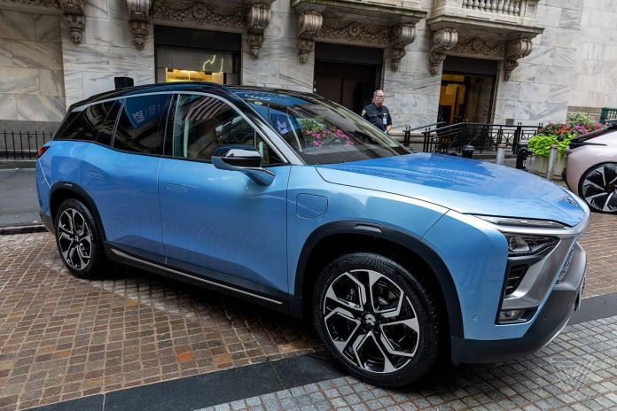 nio ev gets stuck on highway after driver triggers over-the-air