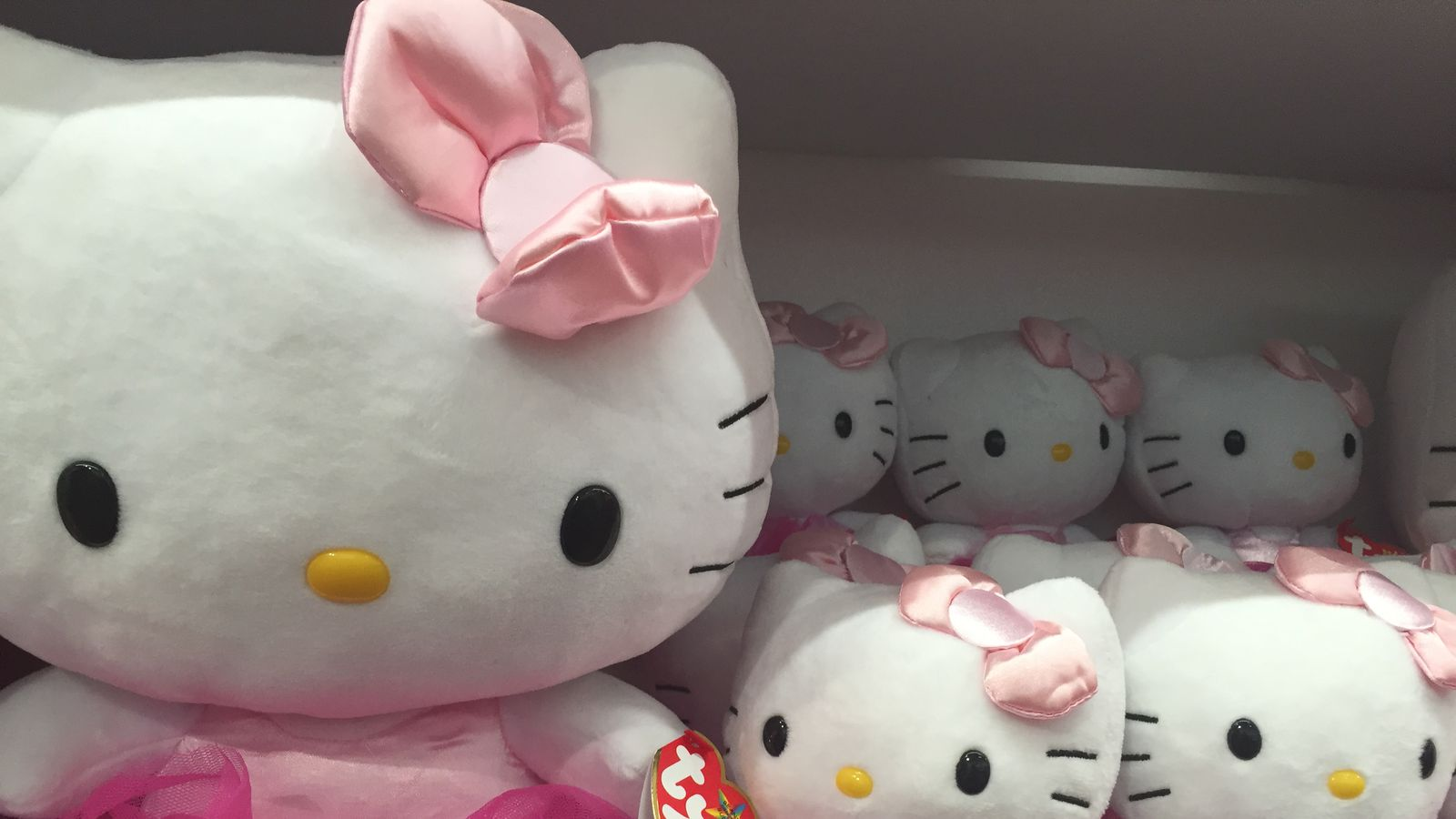 Hello Kitty S Times Square Pop Up Precedes A Permanent