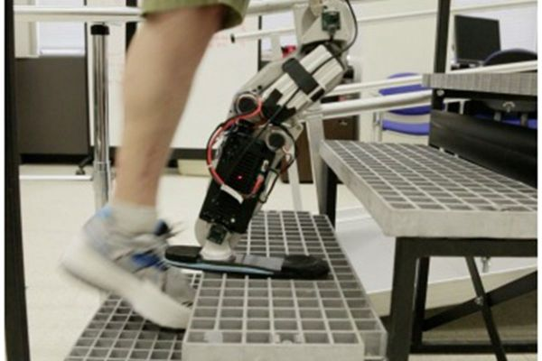 Man With Mind-controlled Bionic Leg Climbs Chicago'