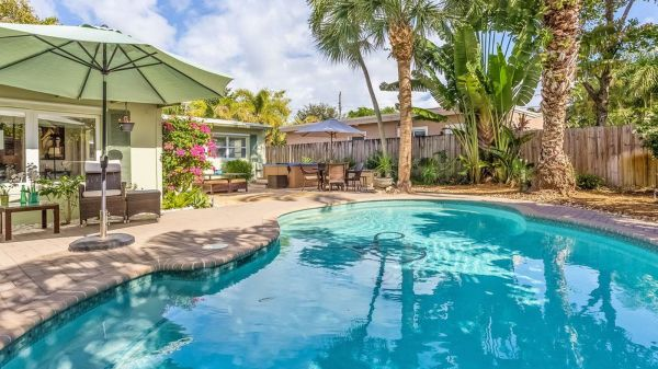 Charming 1950s Beach Bungalow With Pool Asks 449k - Curbed