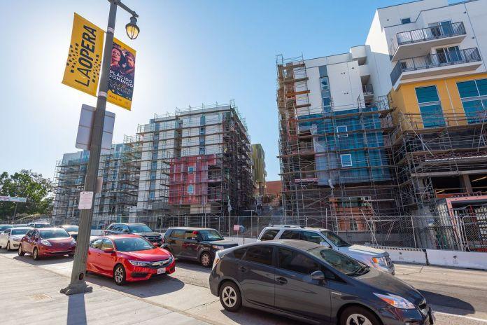 Fases adicionales del desarrollo de La Plaza Village.