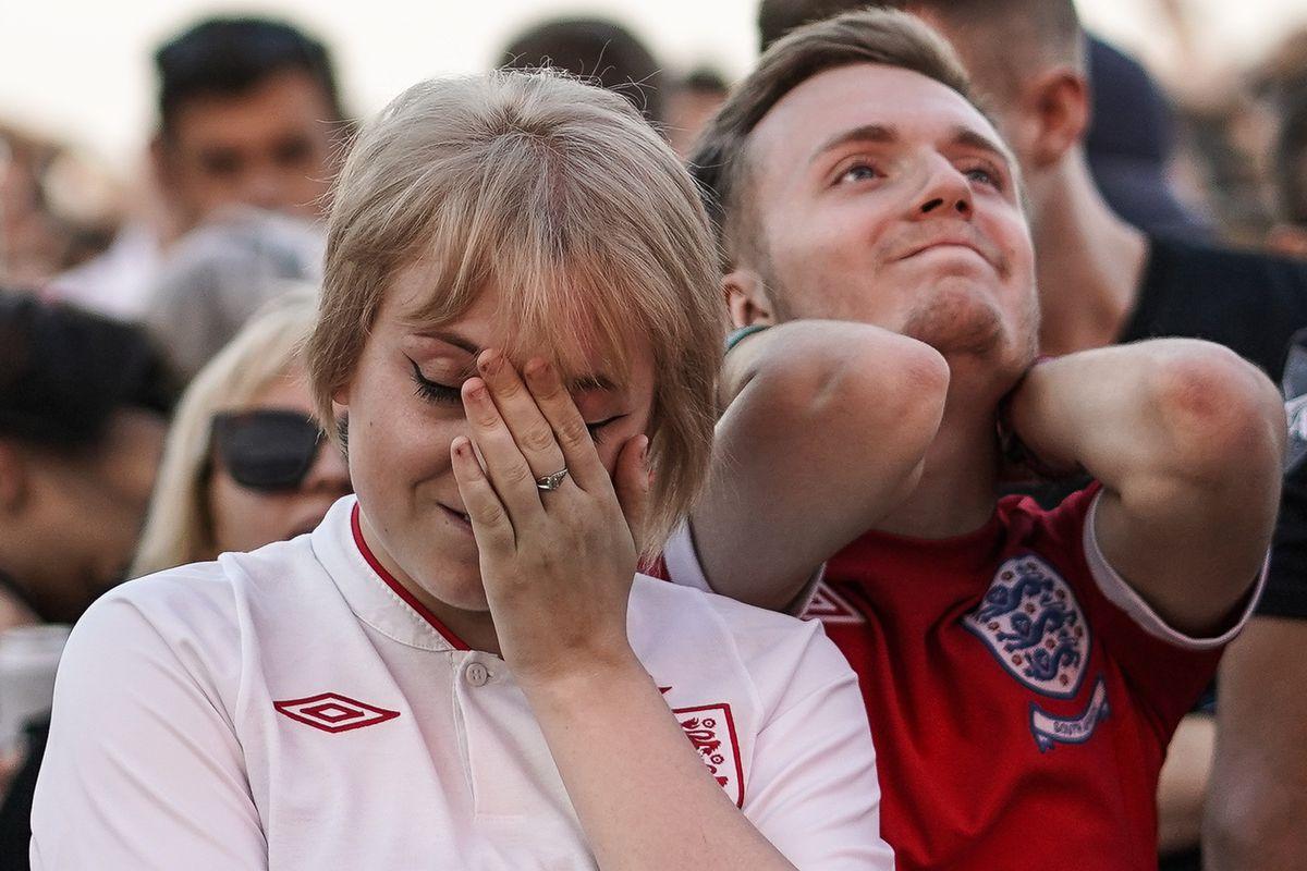 Los fanáticos del fútbol se reúnen para ver a Inglaterra Jugar a Croacia por un lugar en la final de la Copa del mundo