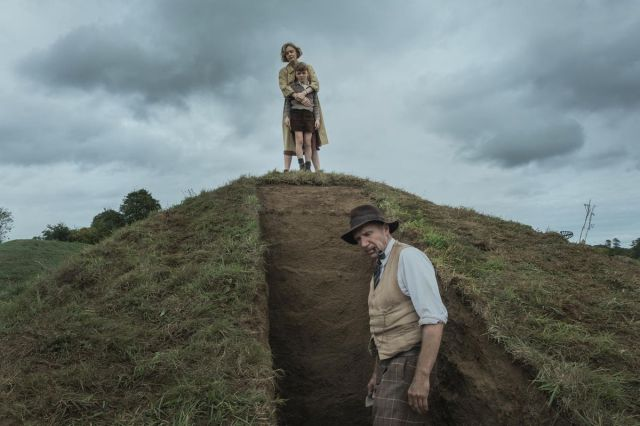 carey mulligan on top of a dirt hill
