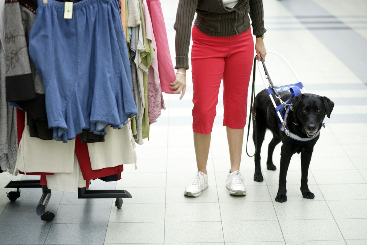 Apps like Aira and Seeing AI help blind people shop - Vox