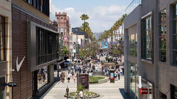 Santa Monica Beach Shopping