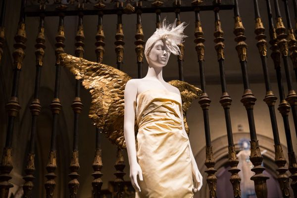 Heavenly Bodies Exhibit the Met Fashion