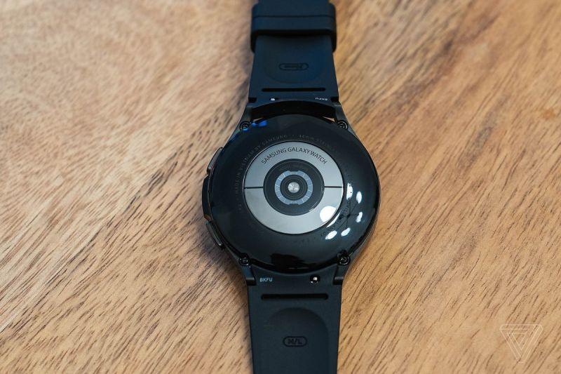 I sensori biometrici sul retro del Galaxy Watch 4.