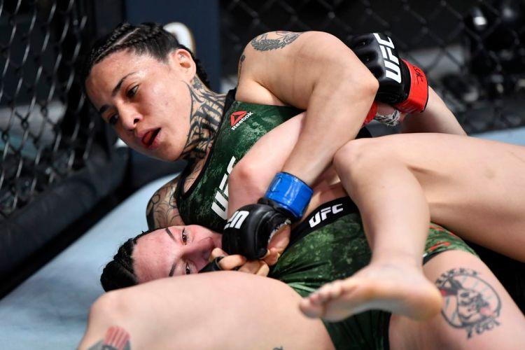 Watching Montserrat Ruiz coast three rounds via headlock was one of the better memes to emerge this year | Lemos vs Ruiz