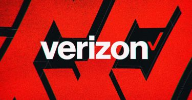 Verizon is offering customers free Apple Arcade or Google Play Pass for up to a year