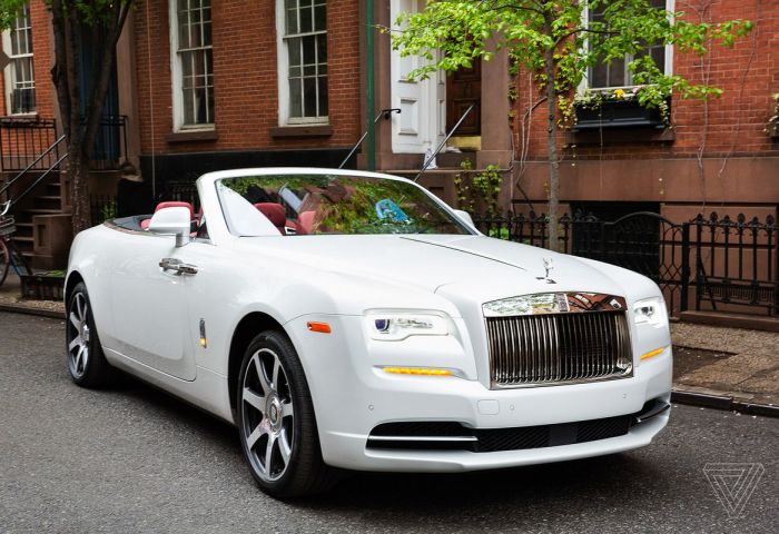 Screendrive The 400000 Rolls Royce Dawn Plays It Safe With