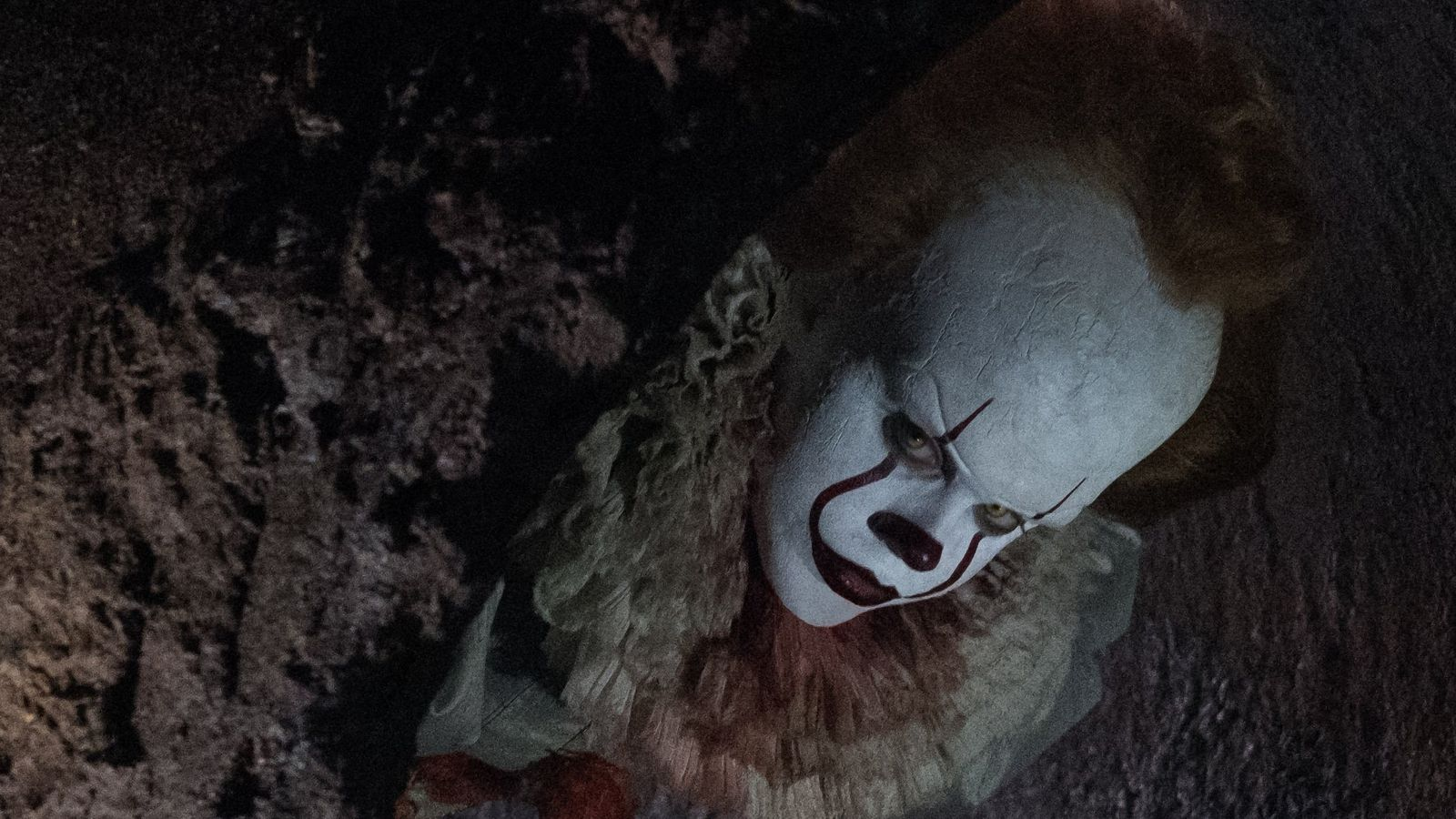Fall White Pumpkins Wallpaper Pennywise Gets A Terrifying Closeup In New Production