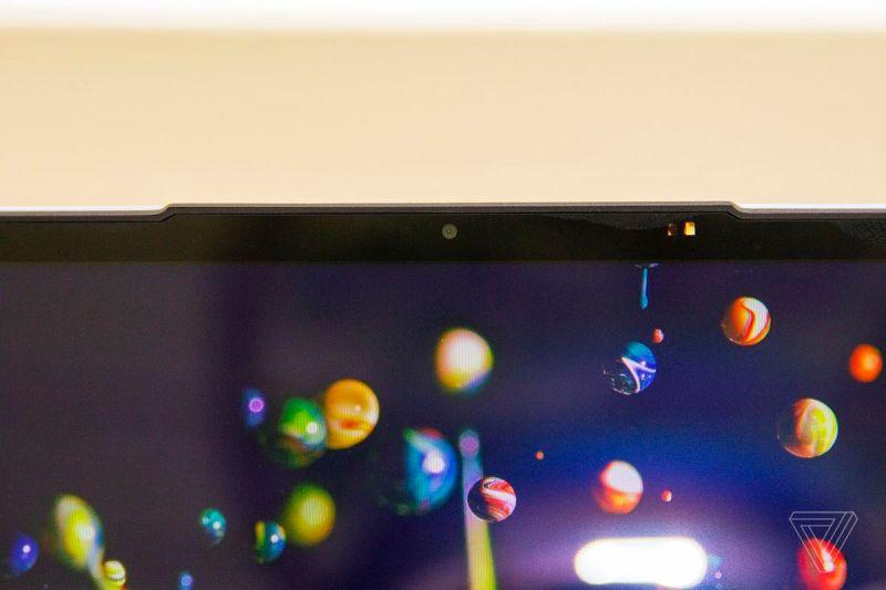 La webcam del Lenovo IdeaPad Slim 7 da vicino.