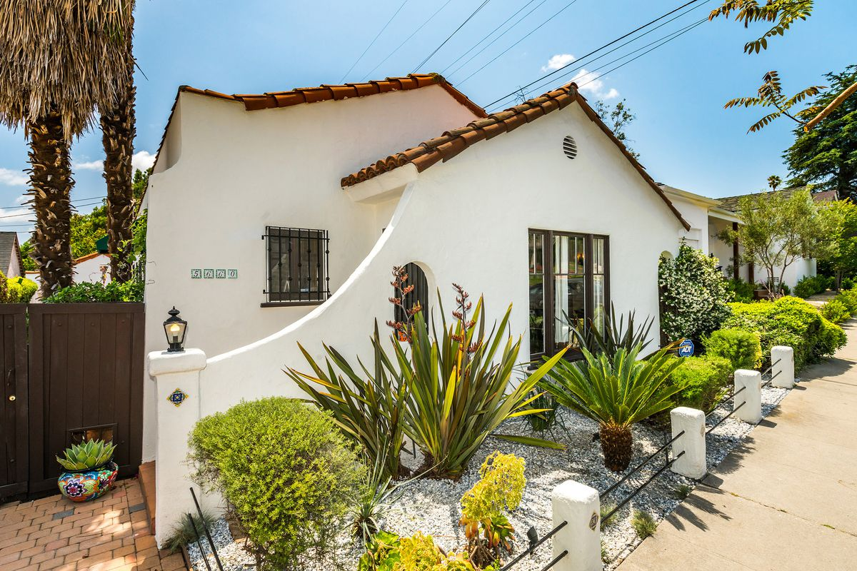 MidCity Spanishstyle with summerready backyard asks 879K  Curbed LA