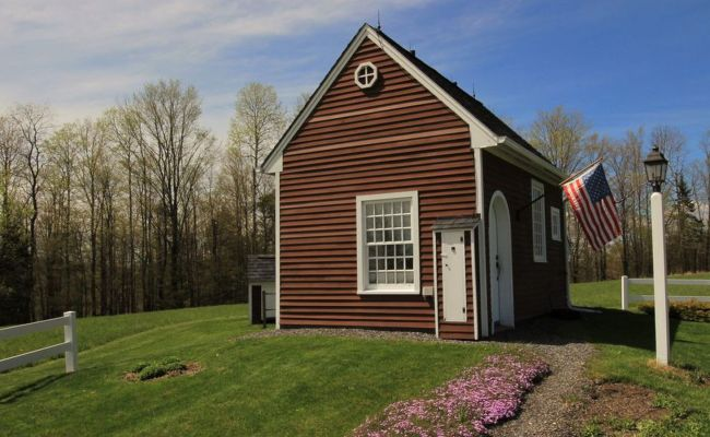 Tiny House Perched On 10 Acres Of Land Asks 120k Curbed