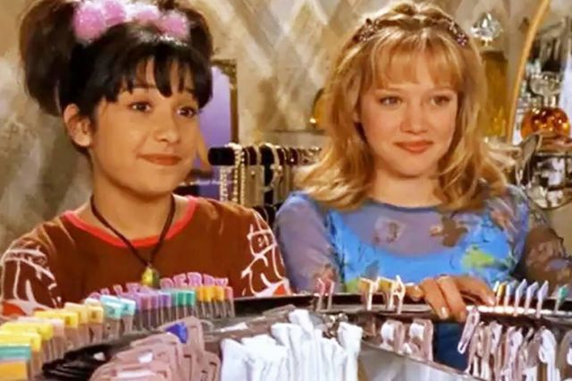 The Lizzie McGuire cast reunites for a virtual table read of the show's  'bra' episode - Polygon