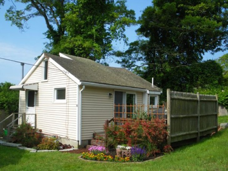 Adorable Cottage for rent near Onset Beach via Craigslist