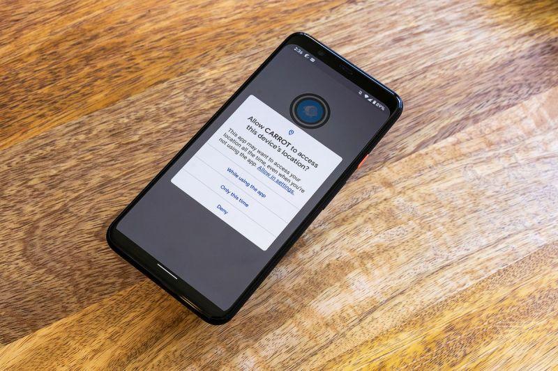 Android 11 incoraggia le app a non chiedere la posizione in background e aggiunge autorizzazioni una tantum.