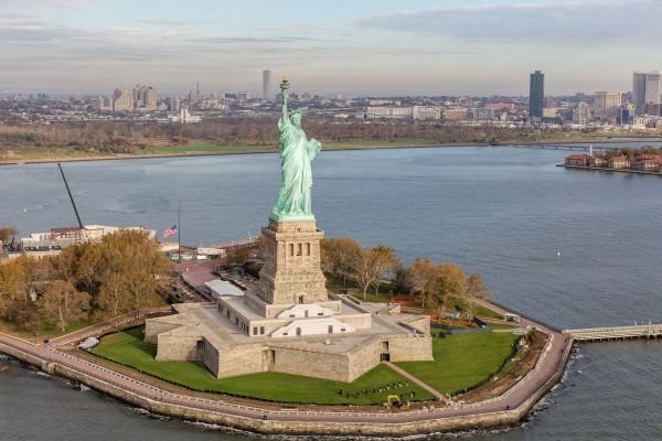 Statue Of Liberty Remain Open Government Shutdown - Curbed Ny