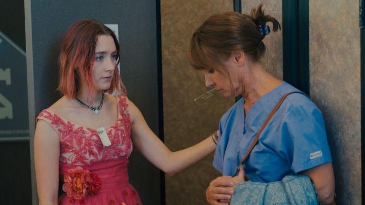 Lady Bird (Saoirse Ronan) y su madre (Laurie Metcalf) en Lady Bird