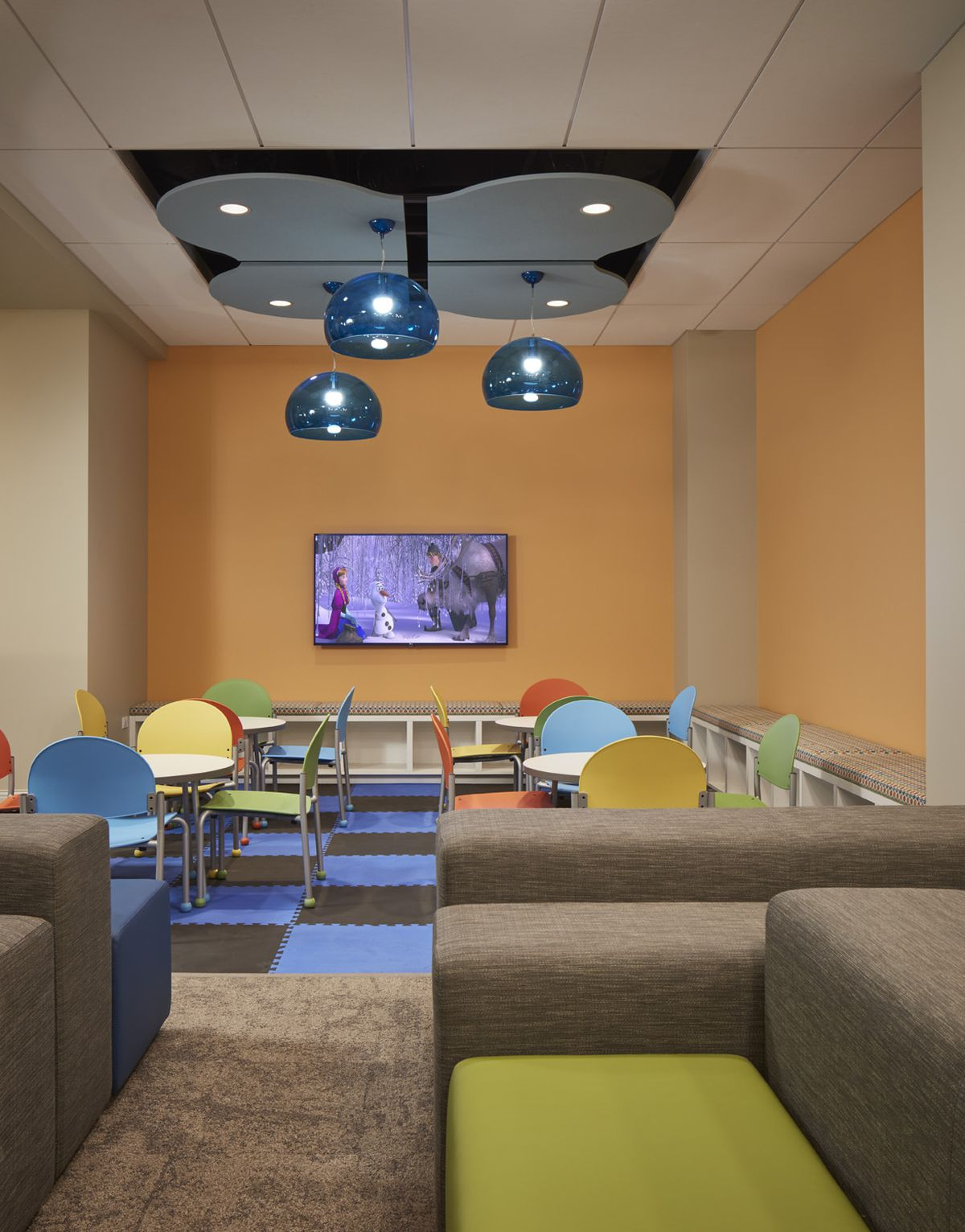 A Look at Amtraks New Metropolitan Lounge at Union