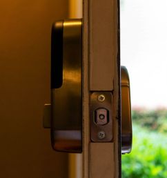 x yale lock is a direct replacement for most standard deadbolts with most of its components housed on the inside of the door it does not have a manual  [ 1200 x 900 Pixel ]