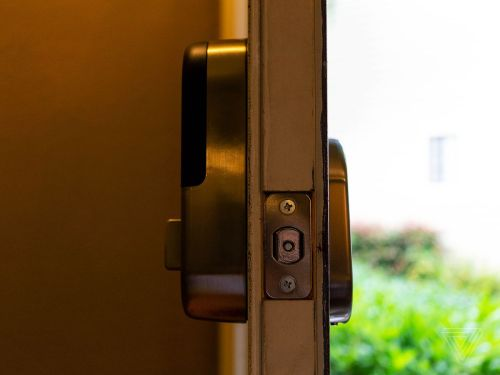 small resolution of  x yale lock is a direct replacement for most standard deadbolts with most of its components housed on the inside of the door it does not have a manual