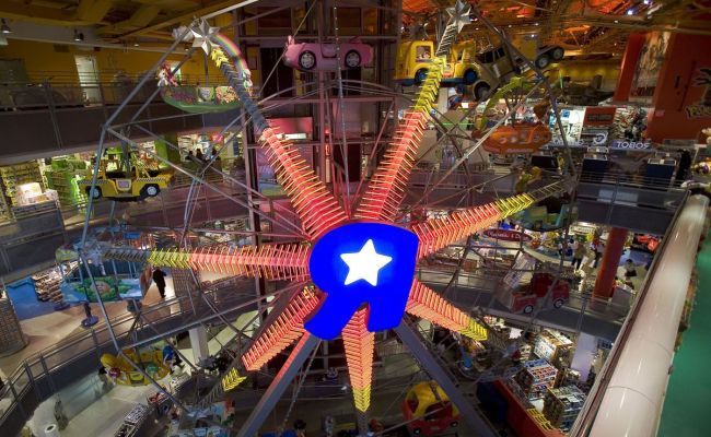 Toys R Us May Give Up Its Massive Times Square Flagship