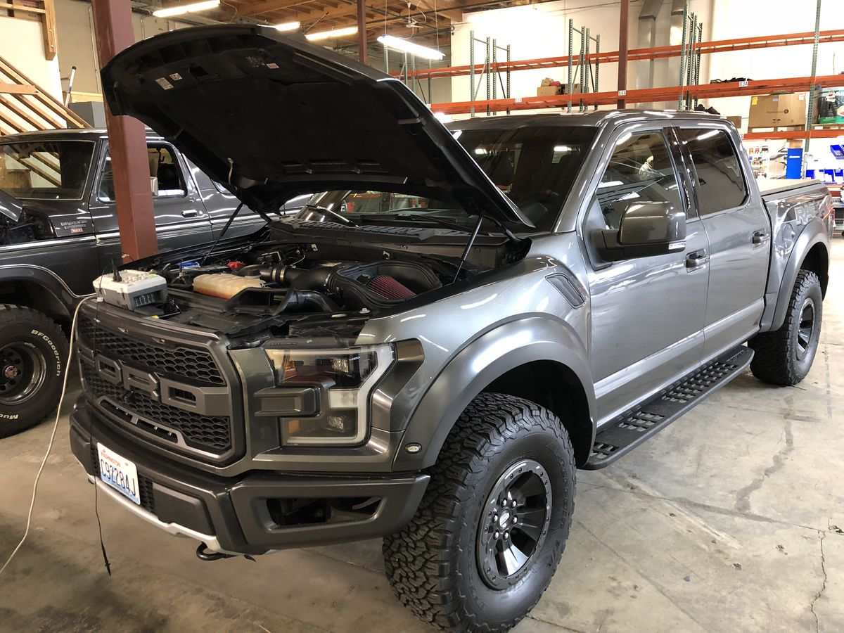 hight resolution of a ford raptor running on pure hydrogen