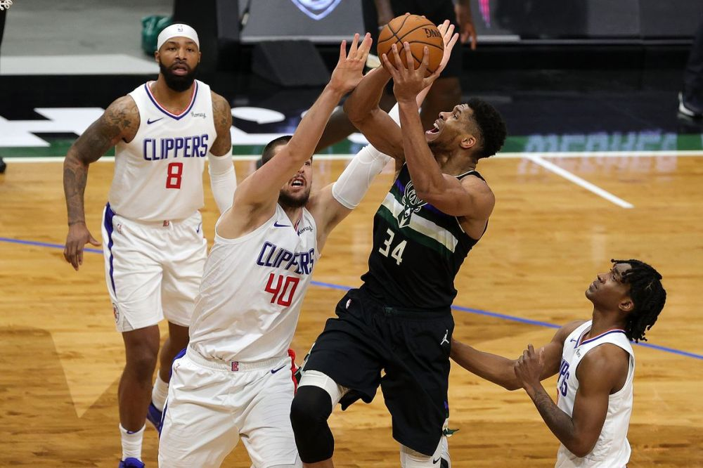 LA vs. Milwaukee final score: Clippers fizzle out in crunch time in 100-105  defeat to Bucks - Clips Nation