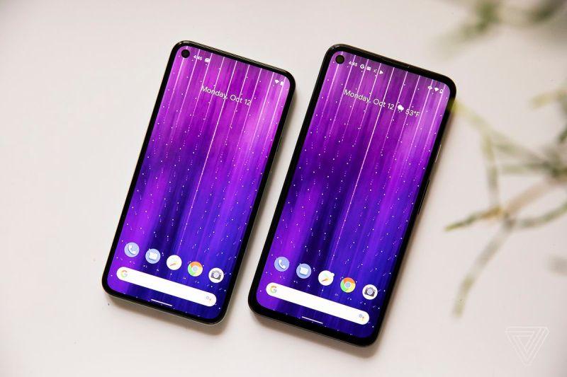 Pixel 5 (a sinistra) e Pixel 4A 5G (a destra)