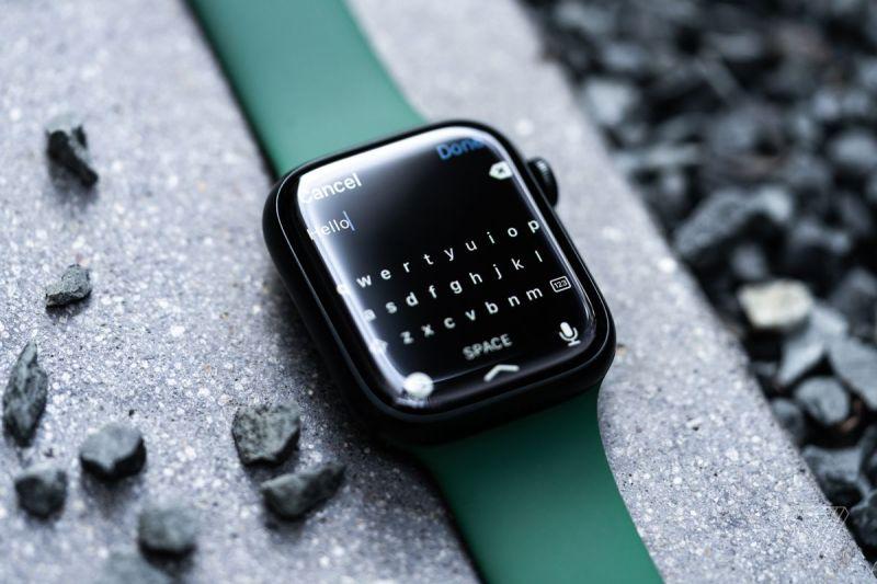 Ci sono alcune funzionalità esclusive della Serie 7 in WatchOS 8, inclusa una tastiera.