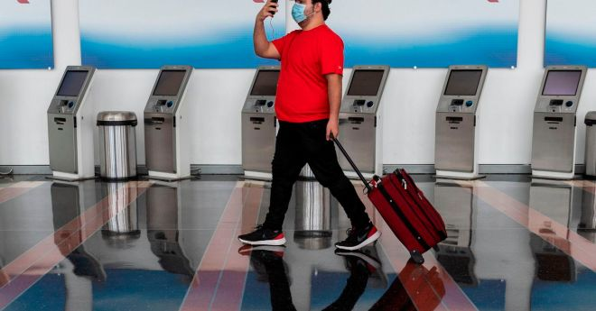 American Airlines rolls out touchless bag check but is still booking middle seats