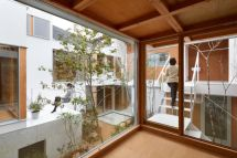 Modern Japanese House With Courtyard Wins Indoor
