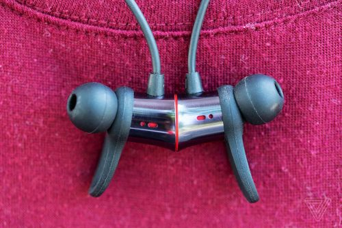 small resolution of never in all of my time of reviewing earphones have i found those finicky winglets useful