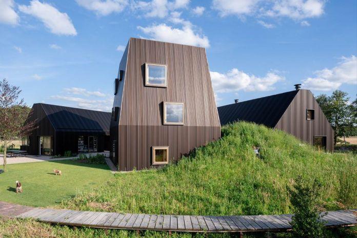 Фермерский дом похож на небольшую голландскую деревню