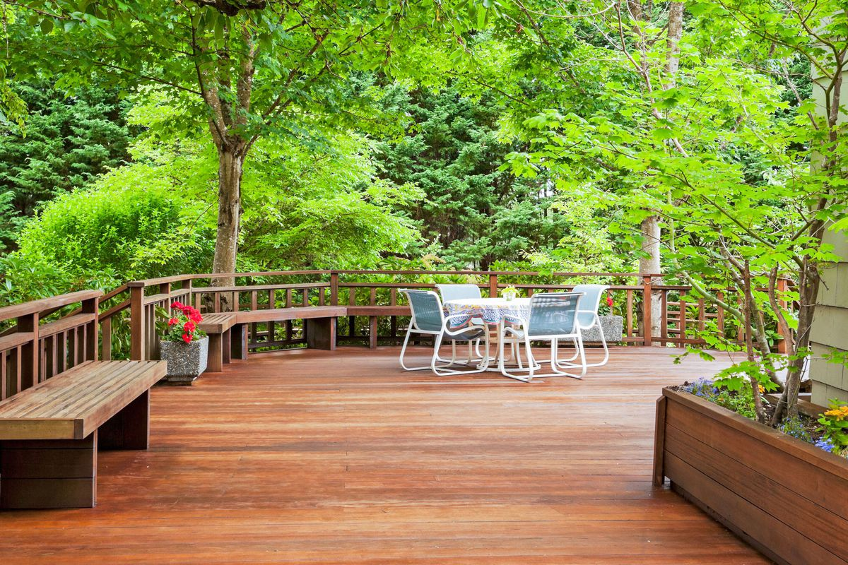 how to restore an old deck in 4 steps
