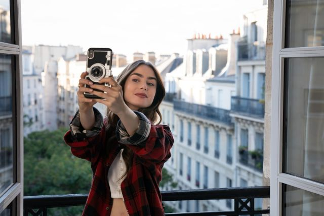 Emily in Paris review: A seductive fantasy of millennial laziness - Vox