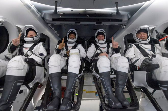 1232642553.0 SpaceX Crew Dragon Resilience safely returns four astronauts to Earth | The Verge