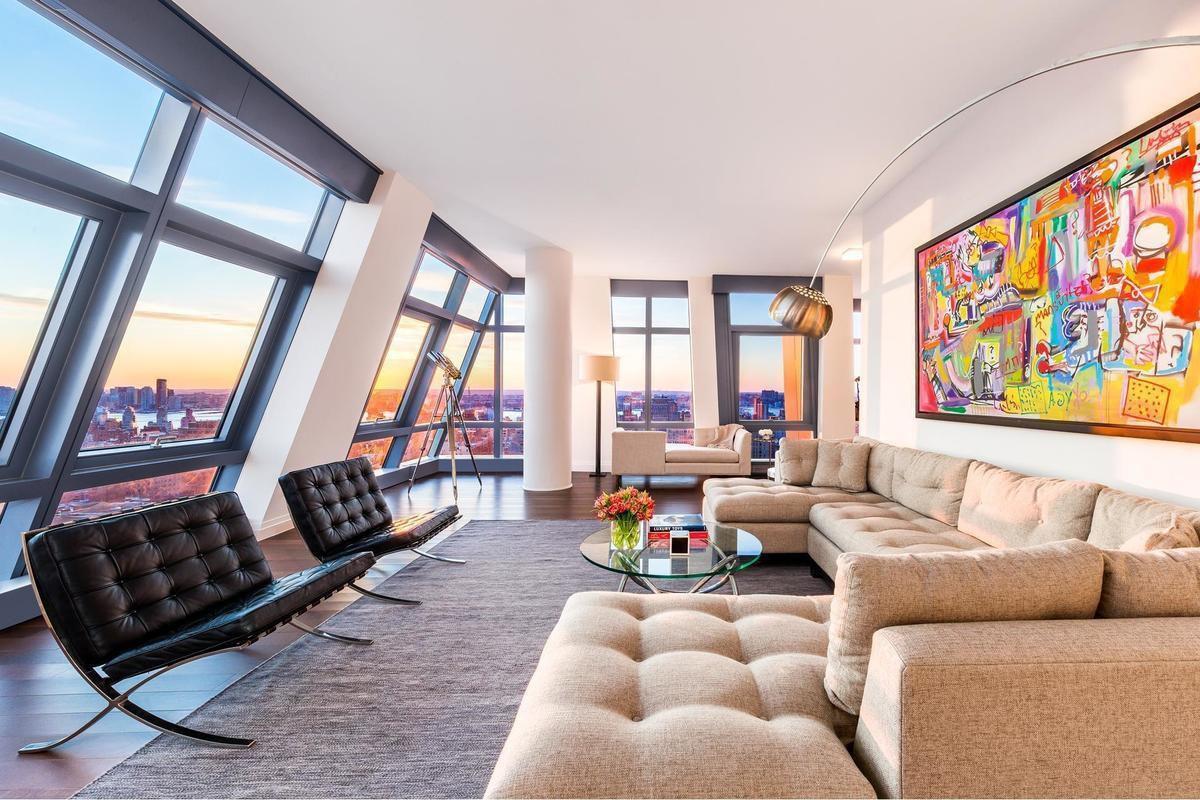 Angular Flatiron condo with panoramic Manhattan views