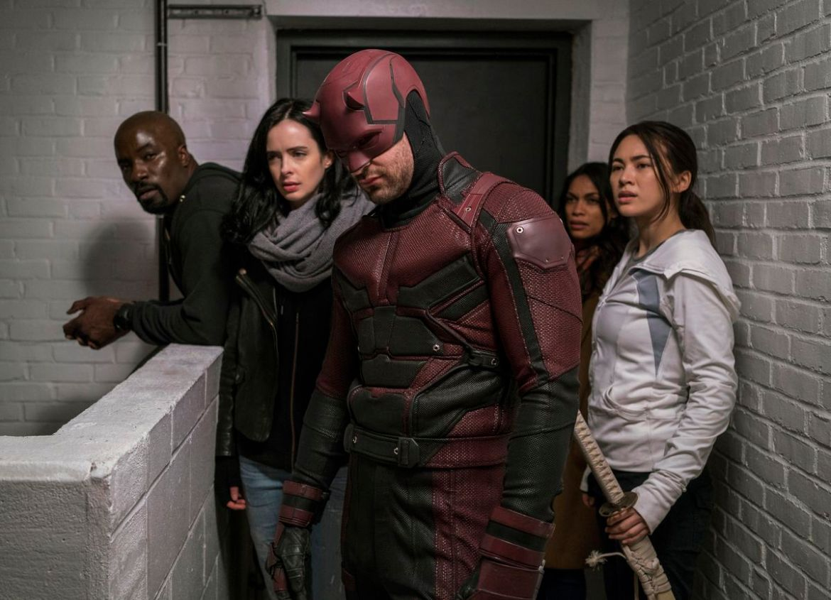 Luke Cage, jessica Jones, Daredevil, and Colleen Wing stand in the hallway in The Defenders