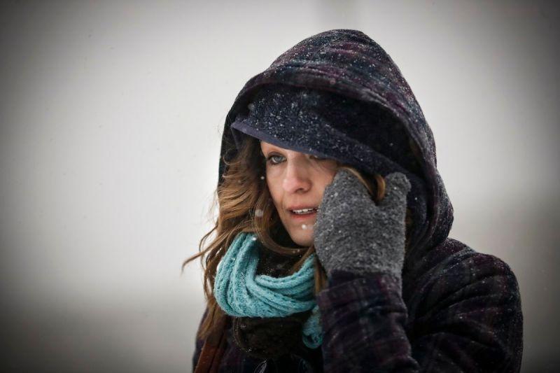 Commuters braves the wind and snow in frigid weather in Cincinnati, Ohio, on January 30, 2019.John Minchillo/AP