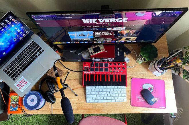 amarino_210711_4666_0006.0 What's on your desk, Andrew Marino? | The Verge