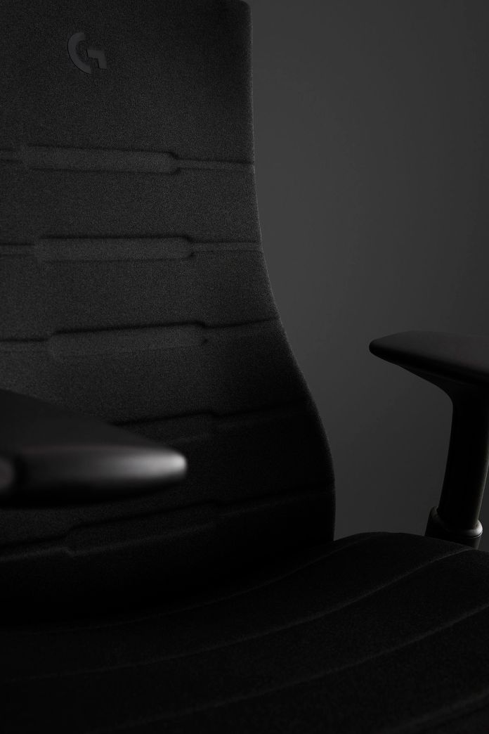 A black seat with a G on the backrest.
