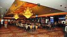 Hooters Casino Hive Buzzes In Holiday Inn - Eater