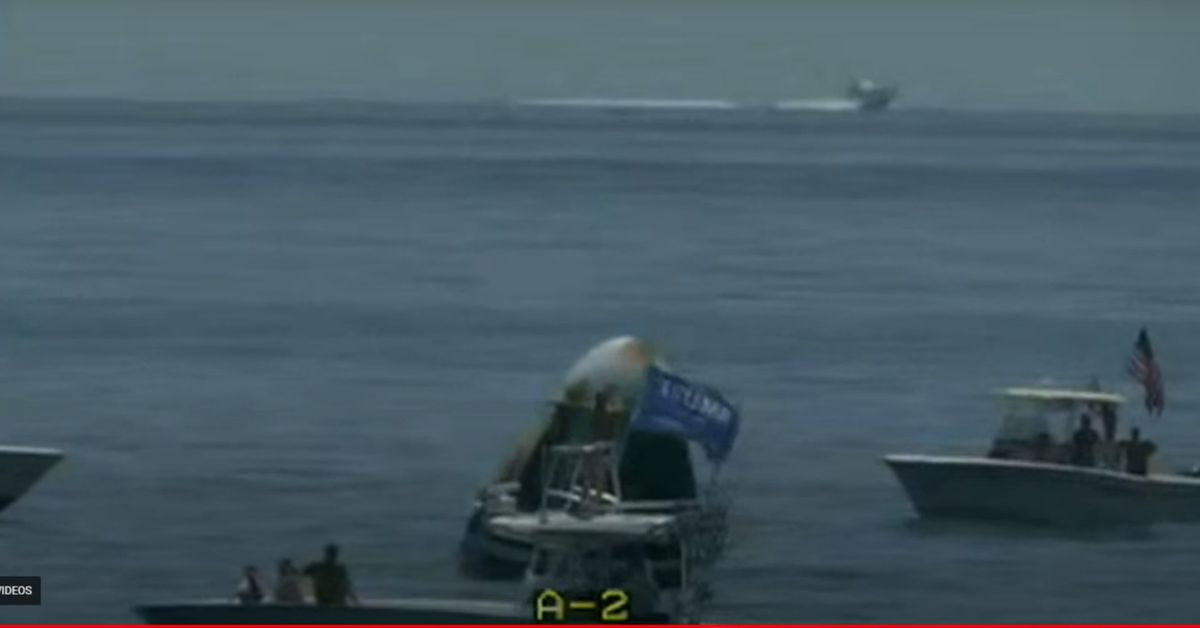 SpaceX capsule swarmed by boaters after successful splashdown